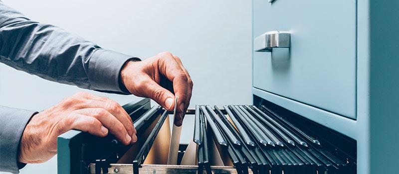 ¿Cuál es la función de un archivista en la gestión documental?